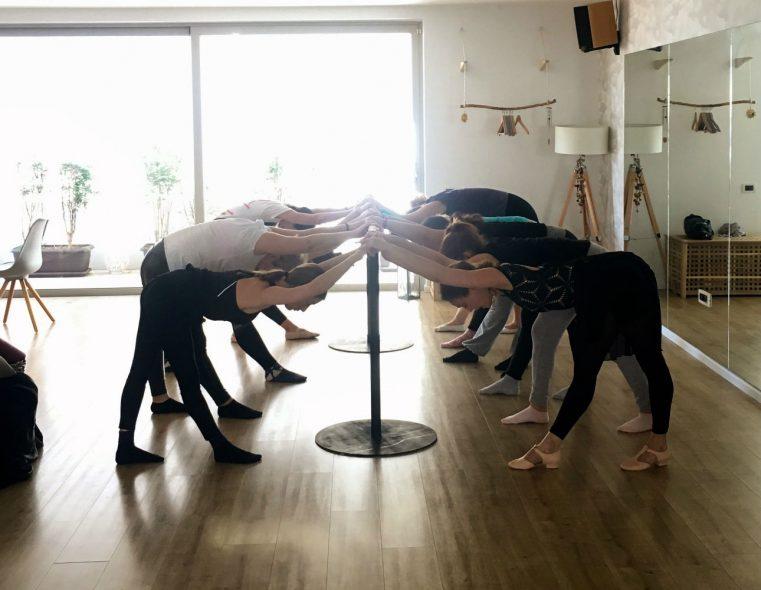 Γιόγκα και χορός για παιδιά με παράλληλη δράση για μαμάδες στο Hobnob